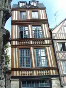 A leaning house in Rouen Photo credit: L. Tripoli