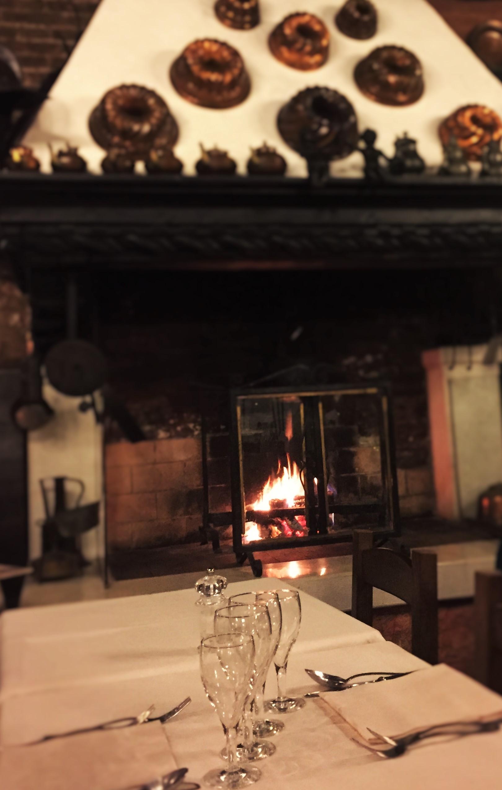 Fireside dining at Ristorante da Raffaele in Venice. Photo credit: M. Ciavardini