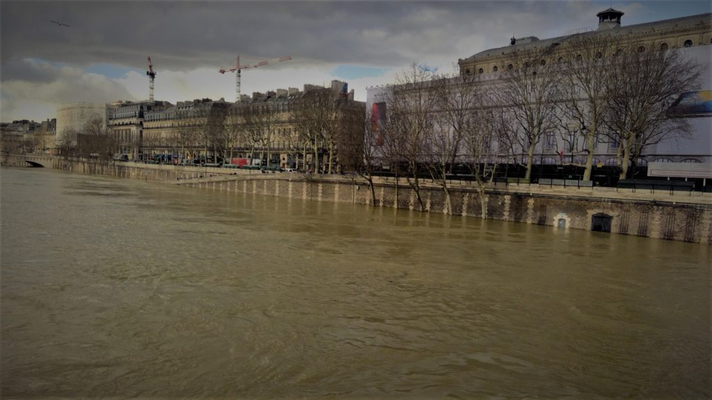 The Seine river rises 19 feet above its usual level in January 2018. In 2016, the river rose 20 feet. Photo credit: M. Ciavardini.