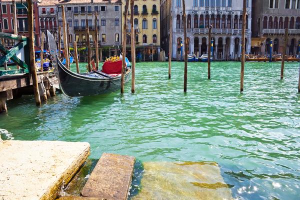 Venice-canal-steps.jpg